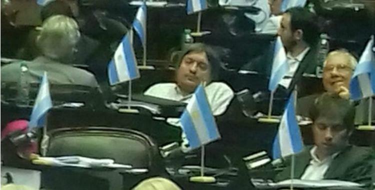 Un diputado tucumano mostró a Máximo Kirchner durmiendo en el Congreso | El Diario 24