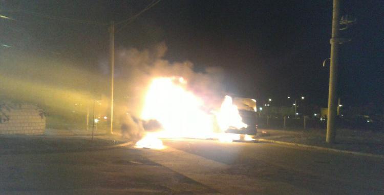 Un colectivo se incendió en Lomas de Tafí | El Diario 24