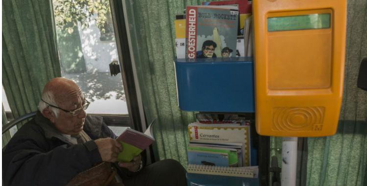 Cada vez más ómnibus cuentan con libros para leer en los viajes | El Diario 24