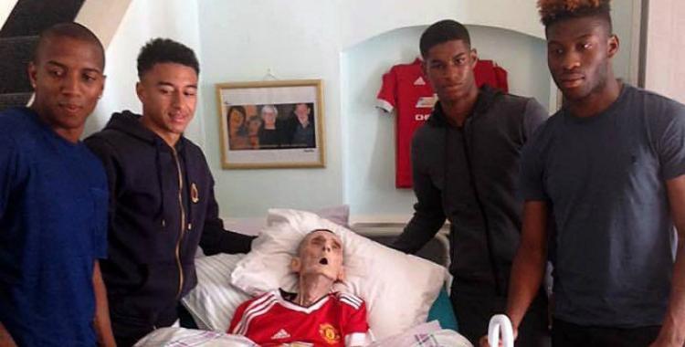 Deseaba conocer a los jugadores del Manchester United antes de morir y lo logró | El Diario 24