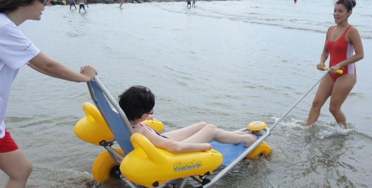 Proponen que en las playas se instalen sillas anfibias para personas con movilidad reducida | El Diario 24