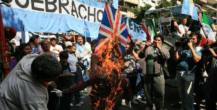 Protestaron en la Embajada de Gran Bretaña por los ejercicios militares en Malvinas | El Diario 24