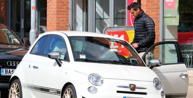 Chiquito Romero rompe los esquemas y da qué hablar en la prensa inglesa con su nuevo auto | El Diario 24