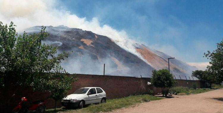 Se incendió una montaña de bagazo del ingenio La Florida | El Diario 24