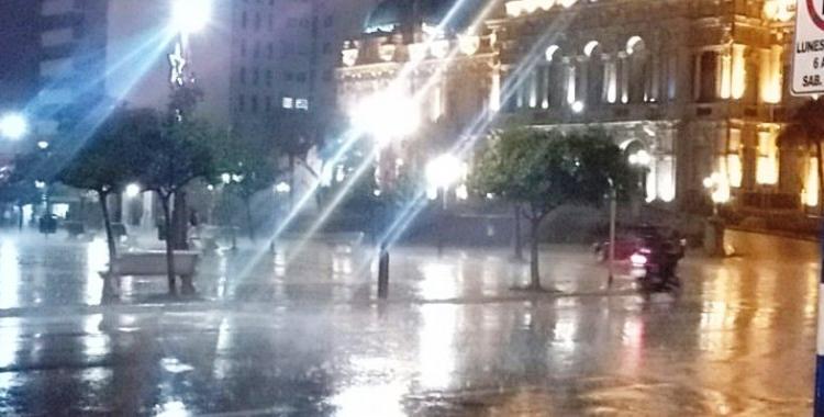 Una fuerte tormenta con caída de granizo se abatió en la noche del lunes sobre Tucumán | El Diario 24