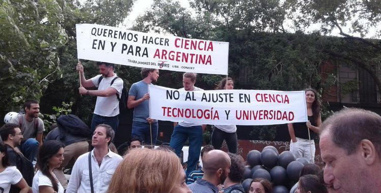 La revista Nature denuncia el fuerte ajuste en ciencia que lleva adelante Macri   El Diario 24