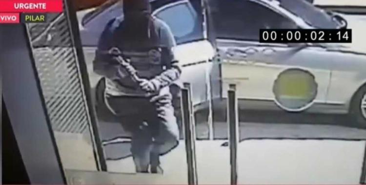 De película: en 30 segundos robaron $750 mil de un banco   El Diario 24