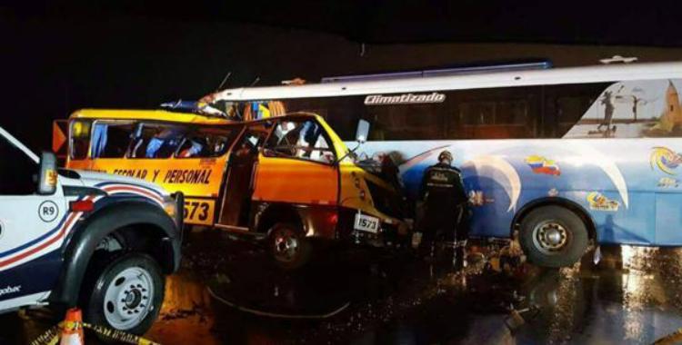 Al menos 20 personas murieron en un impresionante choque triple en Ecuador | El Diario 24