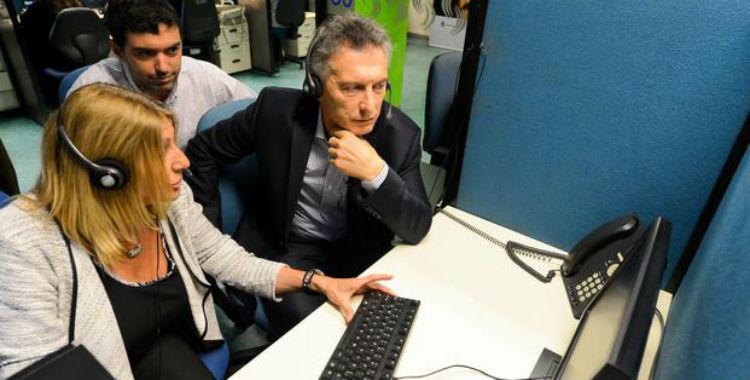 Macri visitó el call center de Anses y atendió un llamado | El Diario 24