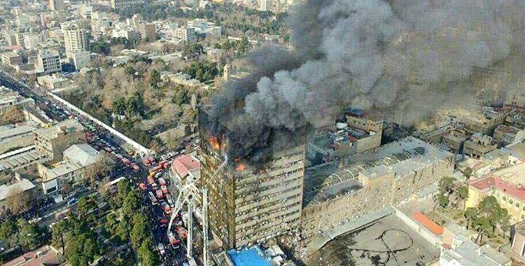 Un emblemático edificio de 17 pisos en Teherán se derrumbó por un incendio   El Diario 24