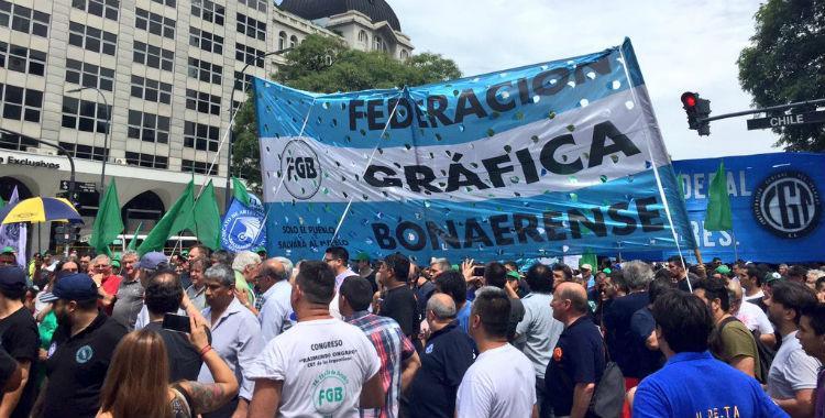 Trabajadores de AGR-Clarín se movilizaron contra el cierre de la gráfica y los despidos   El Diario 24