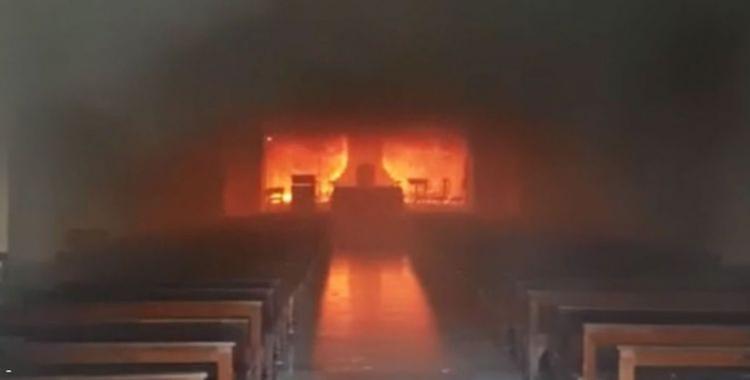 Se incendió la Catedral de San Nicolás, luego de que Carrió fuera a rezar por los inundados | El Diario 24