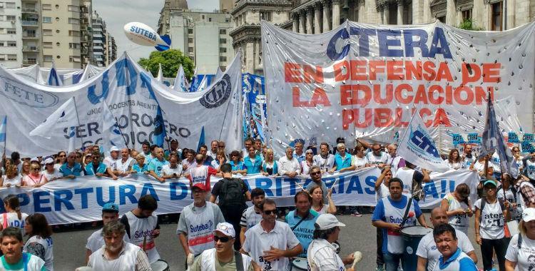 Docentes harán un nuevo paro el miércoles en reclamo de la apertura de la paritaria nacional   El Diario 24