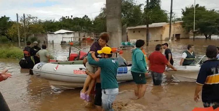 Video: rescatan en botes y lanchas a los habitantes de La Madrid   El Diario 24