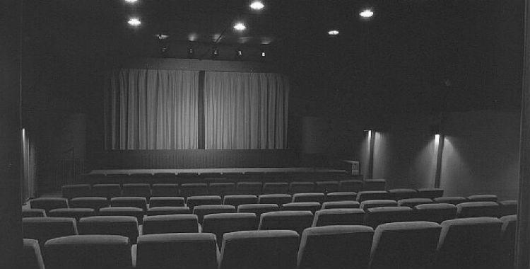 Se venden 25%  de entradas y estrenan menos obras en los teatros argentinos | El Diario 24