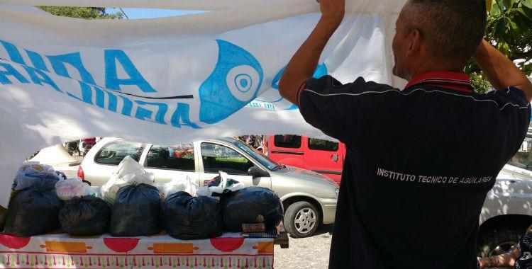 Docentes del Instituto Técnico de Aguilares hacen paro con una colecta para los inundados   El Diario 24