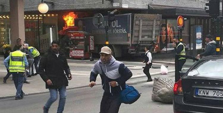 Al menos dos personas murieron atropelladas en un atentado en Estocolmo | El Diario 24