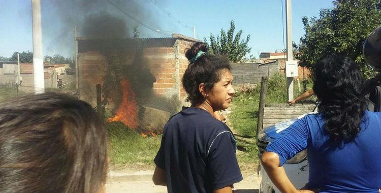 Vecinos indignados incendiaron la casa del acusado de matar una niña a golpes   El Diario 24