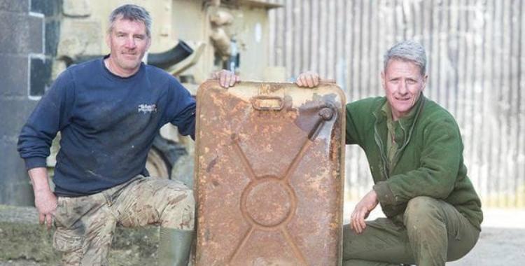 Este hombre se compró un viejo tanque de guerra y ¡no creerás lo que encontró dentro! | El Diario 24