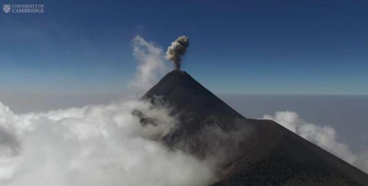 Científicos muestran cómo es un volcán en plena erupción   El Diario 24