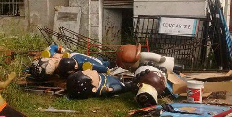 Los personajes de Zamba tirados entre los escombros en la ex ESMA   El Diario 24