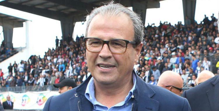 El presidente de un club tunecino fue suspendido de por vida por besar a un árbitro   El Diario 24