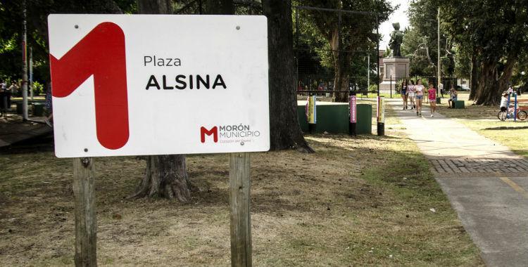 Policías impiden que dos chicas se abracen en una plaza en Morón   El Diario 24