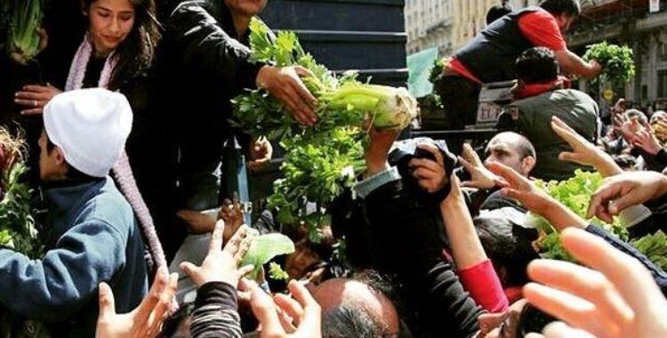 Pequeños productores en crisis regalaron 20 mil kilos de verduras en Plaza de Mayo   El Diario 24