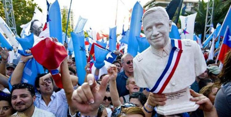 Quienes apoyan a Piñera festejaron su triunfo con un busto de Pinochet | El Diario 24