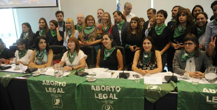 Uno a uno, los diputados que firmaron el proyecto de la despenalización del aborto | El Diario 24