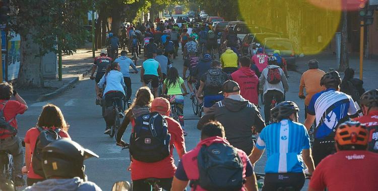Con fotos de bicicletas encadenadas, piden a la Municipalidad un estacionamiento público | El Diario 24