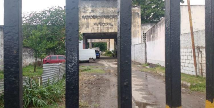 Otro derrumbe: Una pared del ex Matadero Municipal cayó sobre una vivienda colindante | El Diario 24