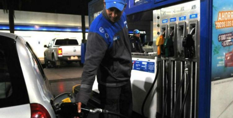 Este lunes YPF implementa una leve baja en el precio de la nafta | El Diario 24