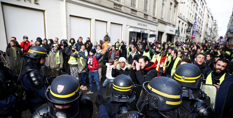 Los chalecos amarillos tomaron París en otra masiva protesta contra Macron   El Diario 24