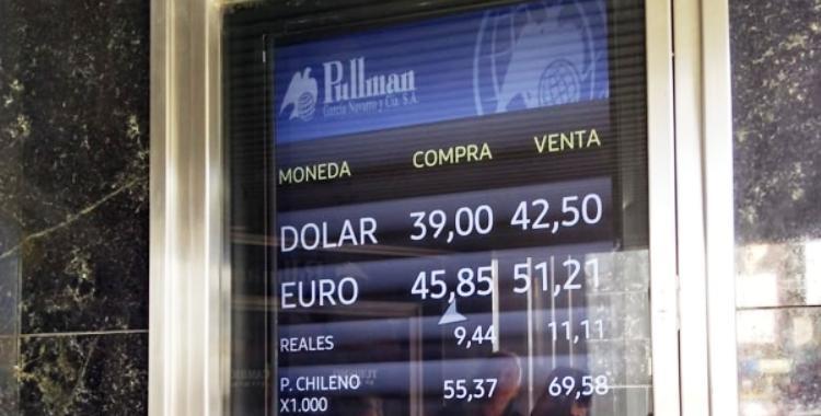 El dólar alcanzó los $42,52 pese a una nueva suba de la tasa | El Diario 24