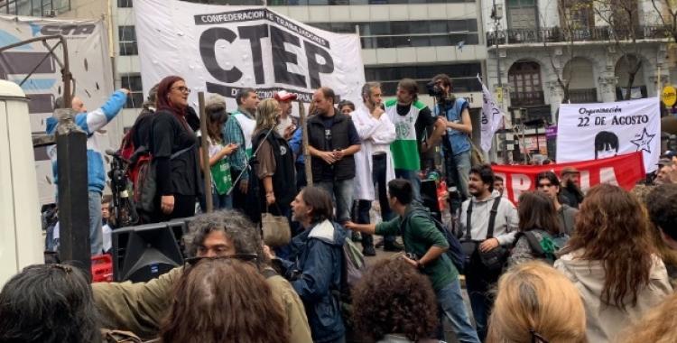 Gremios protestaron en Plaza de Mayo | El Diario 24