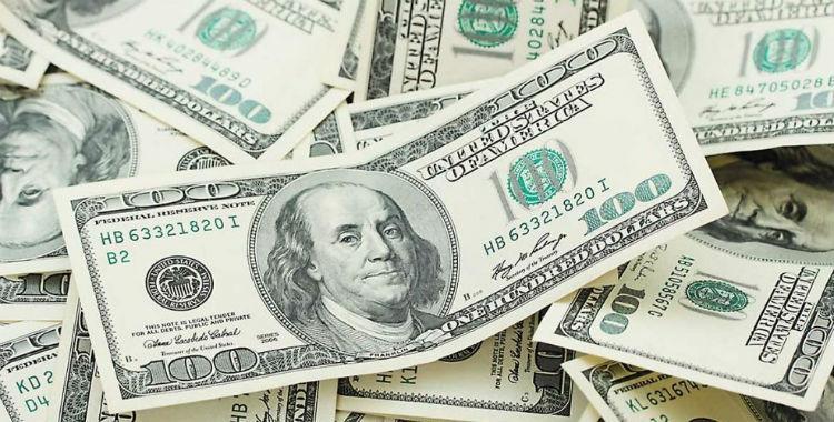 El dólar cayó otros 17 centavos y cerró en $43,48 | El Diario 24