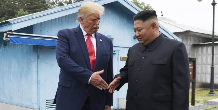 En un histórico encuentro con Kim Jong Un, Trump pisó suelo norcoreano | El Diario 24