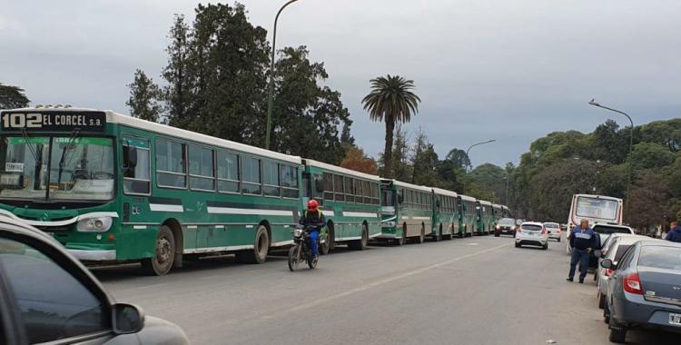 Los colectiveros hacen paro y también se movilizan para paralizar la provincia | El Diario 24