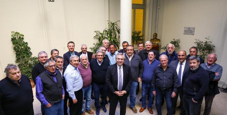 Alberto Fernández suma el apoyo de la CGT y rechaza los intentos de reforma laboral   El Diario 24