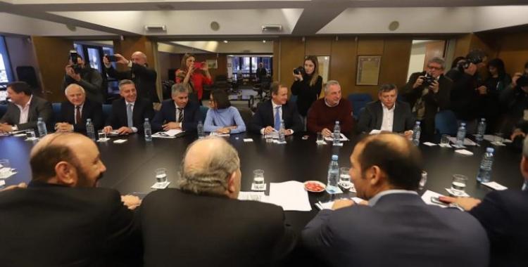 Gobernadores de 19 provincias elevan su reclamo por las medidas inconsultas de Macri | El Diario 24