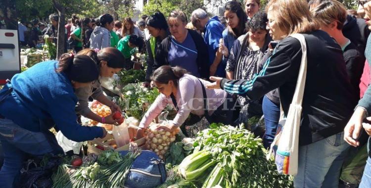 Miles de tucumanos se vuelcan al Alimentazo para comprar a precios reducidos   El Diario 24