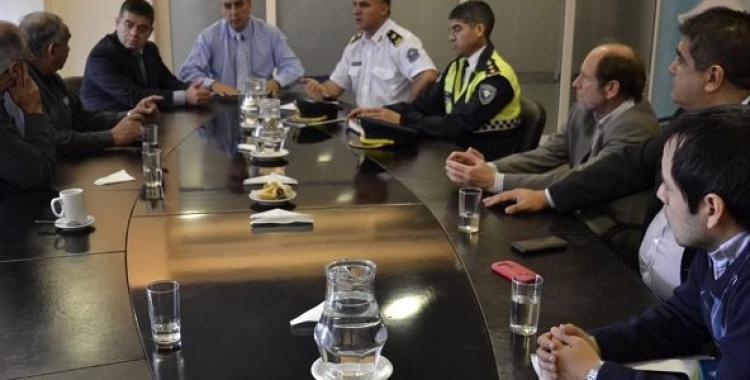 Taxistas y funcionarios acuerdan tareas para tener más seguridad   El Diario 24
