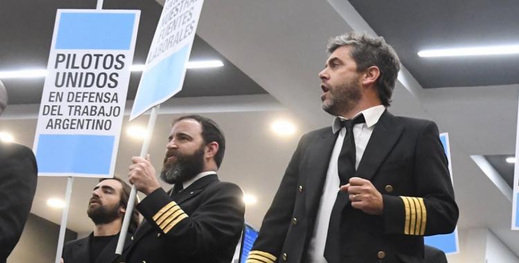 Hay principio de acuerdo entre los pilotos y Aerolíneas Argentinas   El Diario 24