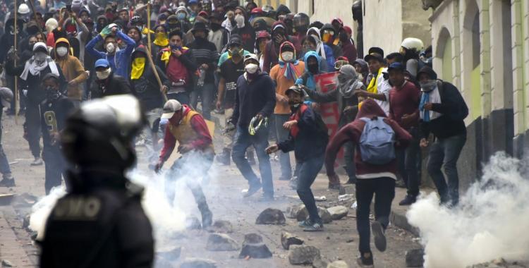 El ejército de Ecuador se enfrenta con la policía para evitar la represión a manifestantes | El Diario 24