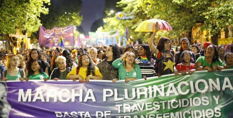 Mujeres, trans y travestis marcharon contra los travesticidios en La Plata | El Diario 24
