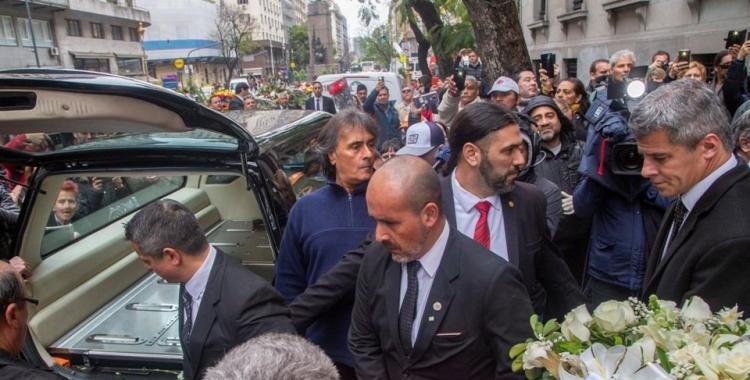 Familiares, amigos y seguidores despidieron a Cacho Castaña   El Diario 24