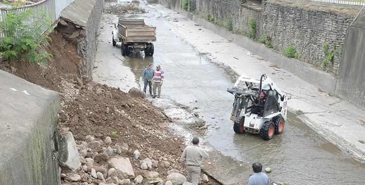 Remueven escombros para reparar un muro del Canal Sur | El Diario 24