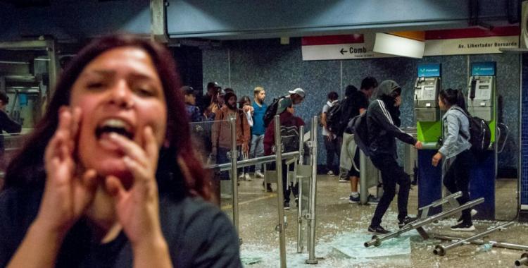 Feroz represión en Chile por las protestas tras el tarifazo al precio del boleto de subte   El Diario 24