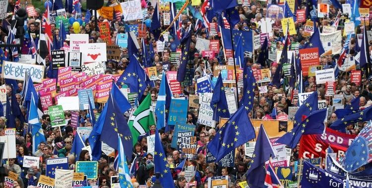 Miles de manifestantes en Londres piden otro referéndum sobre el Brexit | El Diario 24